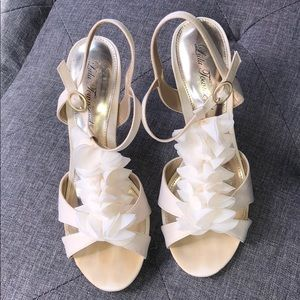Great condition! 4in heel size 7.5 Lulu Townsend
